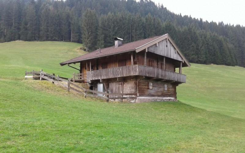 berghuette-mieten-brixen-im-thale-huette-ansicht
