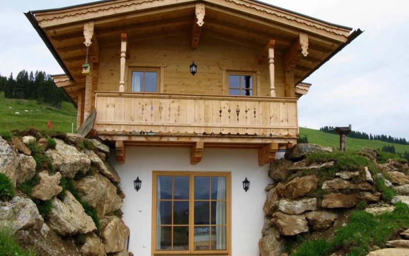 huette-mieten-brixen-im-thale-huettenansicht-terrasse